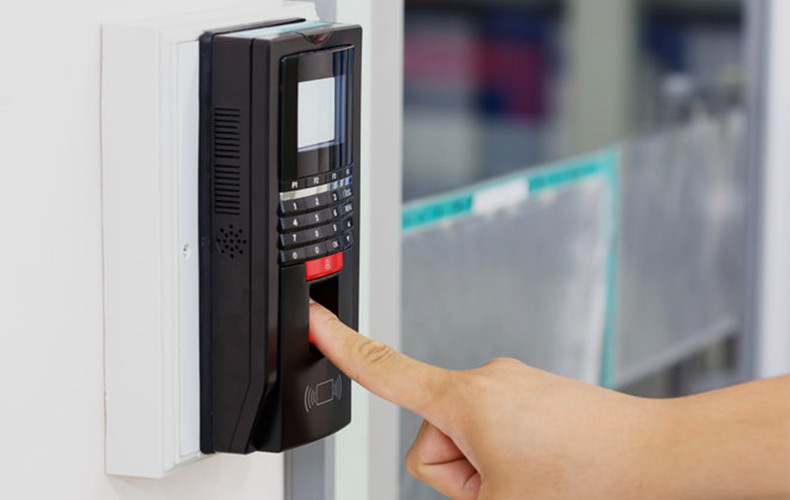 elca-instalacion-control-accesos-lector-huella
